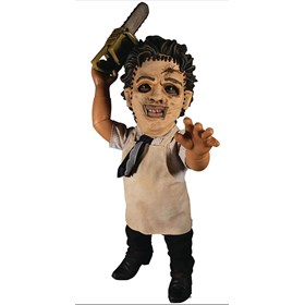 Leatherface 38 cm O Massacre da Serra Elétrica 1974 - Mega Scale Talking Doll - Mezco